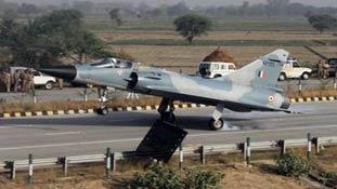 क्यों अहम है लड़ाकू विमान की यमुना एक्सप्रेस-वे पर लैंडिंग