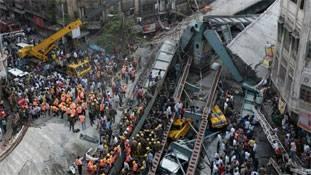 सीसीटीवी फुटेज दिखा रहा कैसे गिरा कोलकाता में पुल