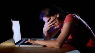 इंटरनेट युग का डरावना ट्रेंड 'रिवेंज पॉर्न' !