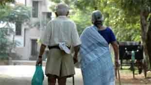 सबसे डरावना है भारत में बूढ़ा होना !