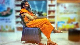 'किम्भो' जैसे एडवेंचर करके रामदेव योगी छवि क्यों बर्बाद करना चाहते हैं