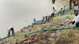 HIV+ महिला के तालाब में आत्महत्या करने से क्या तालाब दूषित हो जाता है?