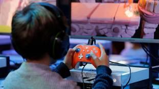 ऑनलाइन गेम के लिए शशि थरूर का बिल फायदे का सौदा है या नुकसान की खाई?
