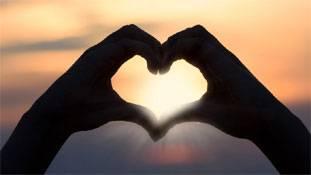 सुनो! प्रेम...तुम तब भी उम्मीद की तरह साथ बने रहना!