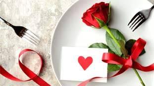 Valentine Rose Day: गुलाब को 'खानदानी हरामी' क्यों कहा था निराला ने?
