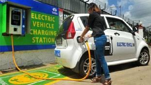 इलेक्ट्रिक कार से एक भारतीय ने 5 साल में बचा लिए हैं 5 लाख!