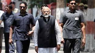 सड़क पर उतरे सपोर्ट के बावजूद मोदी को 'शाइनिंग इंडिया' क्यों नहीं भूल रहा?