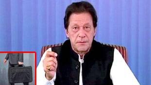 क्या वाकई इमरान खान अपने साथ न्यूक्लियर कोड लेकर चलते हैं?