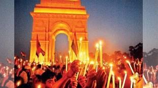 दिल्ली में थोथी फिक्र की मोमबत्तियां..