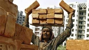 मजदूर को अनस्किल्ड लेबर कहना धोखा है