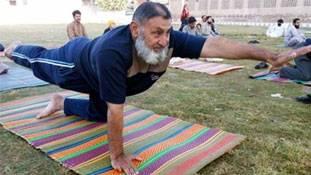 पाकिस्तान में कुछ यूं मना International Yoga Day