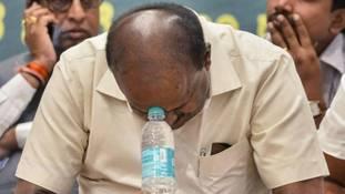 कर्नाटक के बागी विधायकों को 'इस्तीफे' और 'अयोग्यता' में से पहला विकल्प प्यारा क्यों?