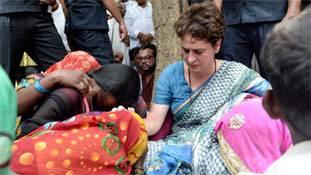 सोनभद्र हत्याकांड: खाली स्पेस और खूब स्कोप वाली सड़क पर दौड़ रही प्रियंका गांधी