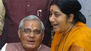 सुषमा से वाजपेयी का कद बड़ा जरूर है, पर BJP में कंट्रीब्यूशन 'अटल' है!