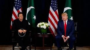जब ट्रंप कश्मीर पर बोले तो इमरान के हाथों में मिस्बाह होने के मायने समझिए