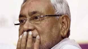 नीतीश कुमार 370 और तीन तलाक से तो बच गये लेकिन NRC ले डूबेगा
