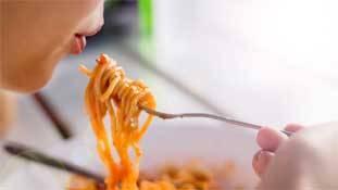 Instant noodles आपके बच्चों को बीमार नहीं, बहुत बीमार कर रहे हैं