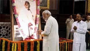 गांधी को हाईजैक कर पीएम मोदी ने कांग्रेस-राहुल गांधी से उनका गुरूर ही छीन लिया!
