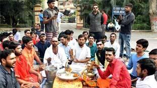 BHU विवाद में कूदने वालों जान लो, संस्कृत हिंदू और उर्दू मुसलमानों की भाषा नहीं है!