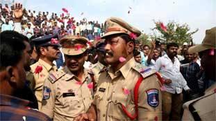 हैदराबाद एनकाउंटर: पुलिस को कंधे पर बैठाने से पहले ये ज़रूर पढ़ें