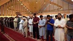 Pakistan की Chinese फैक्टरियों में मुसलमानों के नमाज पढ़ने पर पाबंदी!