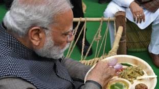 Modi के लिट्टी-चोखा खाने के साथ BJP का Bihar election कैंपेन शुरू