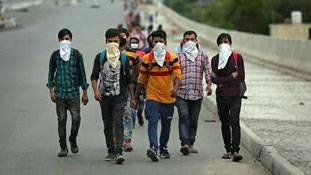 Coronavirus migration: सैकड़ों किमी पैदल निकल पड़े लोगों की व्यथा सुन लीजिए मोदी जी