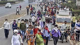 प्रवासी मजदूरों की चिंताओं से सरकार का पलायन
