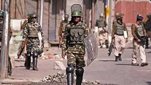 Article 370-35A की बरसी पर कश्मीर में कर्फ्यू और बहुत कुछ...