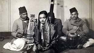 Begum Akhtar: वो गायिका जिसकी आवाज़ इधर उधर नहीं बल्कि सीधे रूह में उतरती है!