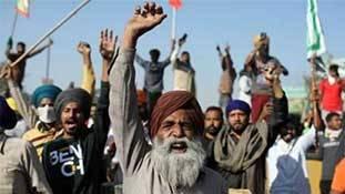 Farmer Protest: ऐसा लगता है मानो कुएं में भांग घुली है!