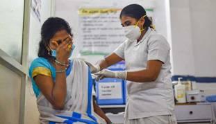 भारत में जिस रफ्तार से टीकाकरण हो रहा है, 90 करोड़ के लक्ष्य तक पहुंचने में 15 महीने लगेंगे