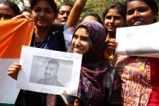 Bengaluru  Students celebrate the safe return of Indian Air Force  IAF  pilot Abhinandan Varthaman in Bengaluru  on March 1  2019 The 35 year old Wing Commander was captured on Wednesday by Pakistan after his MiG 21 Bison fighter jet was hit by Paki