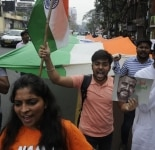 Kolkata  People celebrate the safe return of Indian Air Force  IAF  pilot Abhinandan Varthaman in Kolkata  on March 3  2019 The 35 year old Wing Commander was captured on Wednesday by Pakistan after his MiG 21 Bison fighter jet was hit by Pakistan A