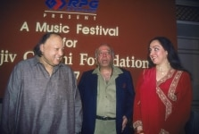 Famous Sufi singer from Pakistan Nusrat Fateh Ali Khan with Film actor Hema Malini and Industrialist R P Goenka