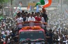 Rahul Gandhi and Priyanka Gandhi at a Road Show