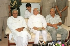 Atal Bihari Vajpayee  Kanshi Ram and Romesh Bhandari in a meeting