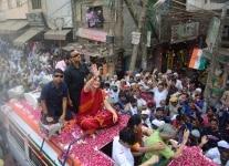 Priyanka Gandhi Vadra and Sheila Dikshit during Road Show