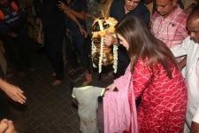 Nita Ambani visits Siddhivinayak Temple