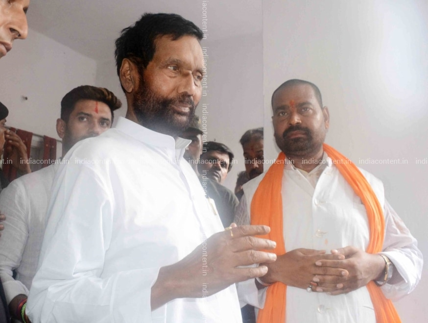 Buy Patna Union Minister Ram Vilas Paswan At The Funeral Of His Younger Brother Ramchandra Paswan In Patna On July 22 2019 Photo Ians Pictures Images Photos By Ians Others Pictures