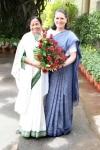 Sonia Gandhi greets Mamata Banerjee