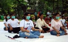 Kolkata  People practice yoga  asanas   postures  wearing masks on the Fourth International Yoga Day in Kolkata on June 21  2018  Photo  Kuntal Chakrabarty IANS