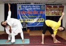 Patna  Students practice yoga asanas  postures  during the Fourth International Yoga Day celebrations  in Patna on June 21  2018  Photo  IANS