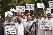 New Delhi  UPA chairperson Sonia Gandhi with other opposition party leaders raise slogan against the NDA Government over Rafale deal  in New Delhi  on Aug 10  2018 Photo  IANS