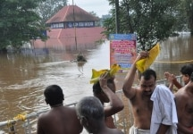 Kochi  Devottees doing Balitharpan at the bank of Periyar near Aluva Mahadeva temple in Kochi on the eve of Karkataka Vavu on Aug 11  2018 Heavy rain and flood water surrounding the Aluva Siva Temple  dam has been opened with water level continuing