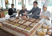 Kolkata  ITC Sonar  Kolkata General Manager Atul Bhalla and Executive Chef Vijay Malhotra unveils the special edition of chocolates launched on the occasion of 72nd Independence Day  in Kolkata on Aug 16  2018  Photo  Kuntal Chakrabarty IANS