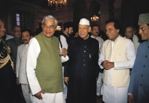 ATAL BIHARI VAJPAYEE, SHANKAR DAYAL SHARMA AND OTHERS AT A IFTAR PARTY IN PRESIDENT HOUSE