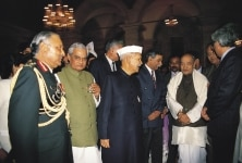 ATAL BIHARI VAJPAYEE, SHANKAR DAYAL SHARMA, PV NARASIMHA RAO AND OTHERS AT A IFTAR PARTY IN PRESIDENT HOUSE