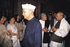 SHANKAR DAYAL SHARMA, PV NARASIMHA RAO, SONIA GANDHI AND OTHERS  AT A IFTAR PARTY IN PRESIDENT HOUSE