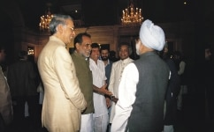 MANMOHAN SINGH, CHANDRASHEKAR AND OTHERS AT A IFTAR PARTY IN PRESIDENT HOUSE